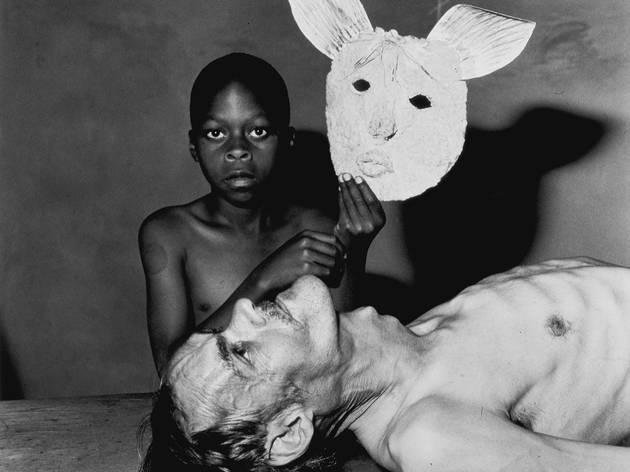 ('Tommy, Samson and a mask', 2000 / © Roger Ballen / Agence VU')