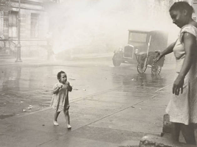 (Photograph: Museum of Modern Art; © 2013 The Estate of Helen Levitt)