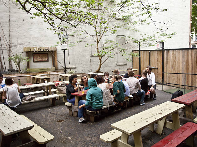 Outdoor bars where you can find a seat