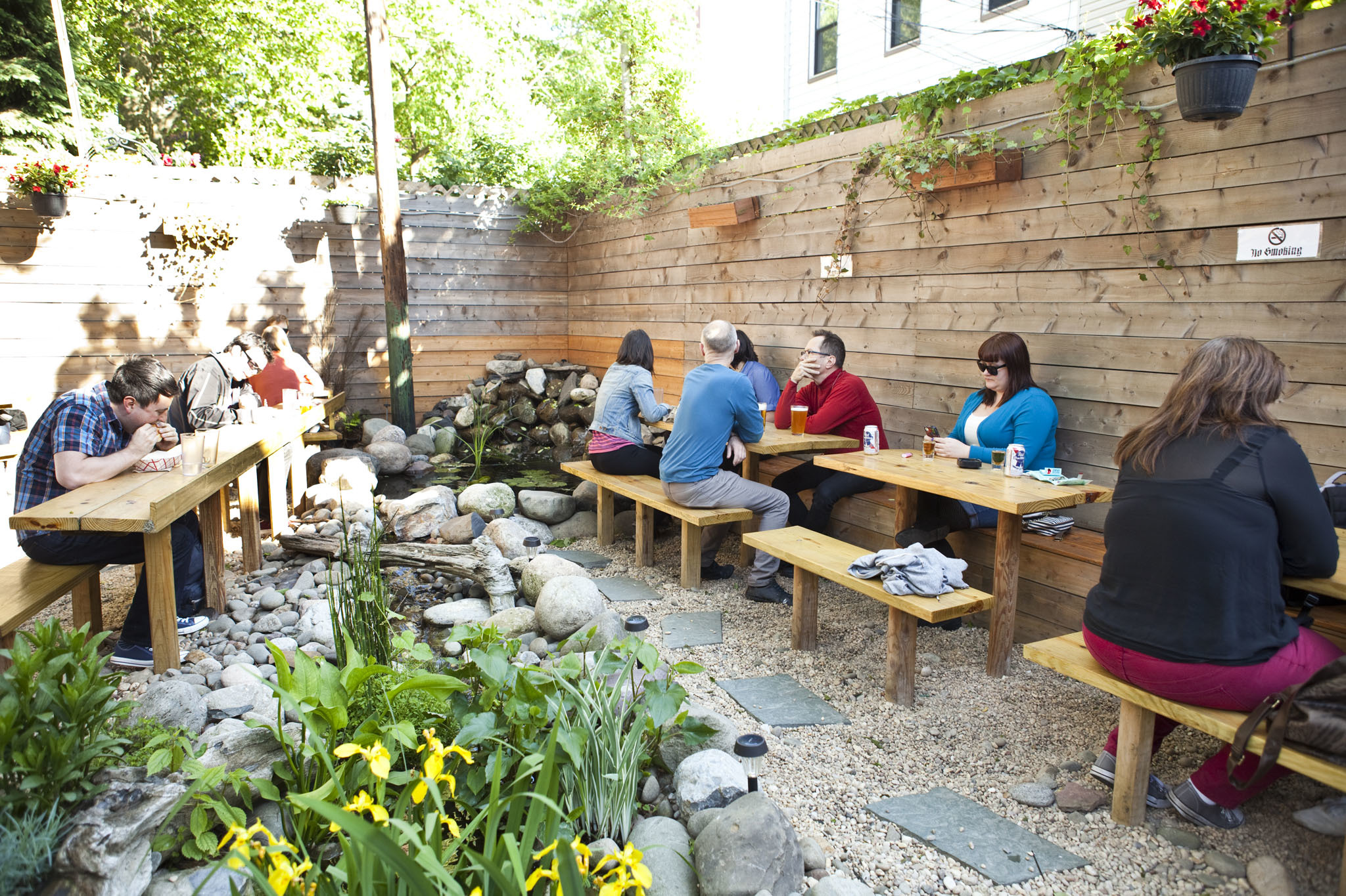 The best outdoor bars with delicious eats