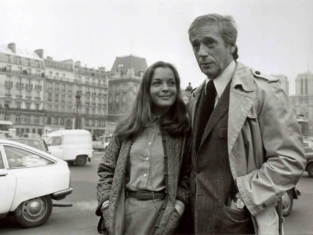(Yves Montand et Romy Schneider en repérage pour le film 'Clair de femme', 1978 / © Costa-Gavras)
