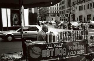 (Immigré Grec, 5e avenue, New York, 1991 / © Costa-Gavras)