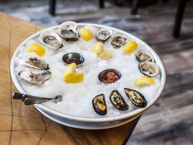 16 Best Oyster Happy Hours in NYC for Stellar Shellfish
