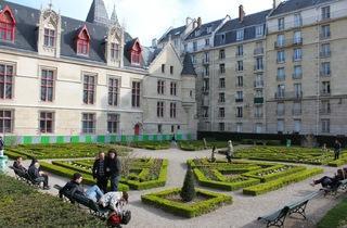 Jardin de l'hôtel de Sens - © C. Griffoulières - Time Out Paris