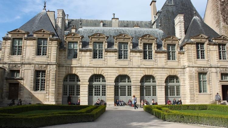 jardin de l'hôtel de Sully / © C. Griffoulières - Time Out Paris