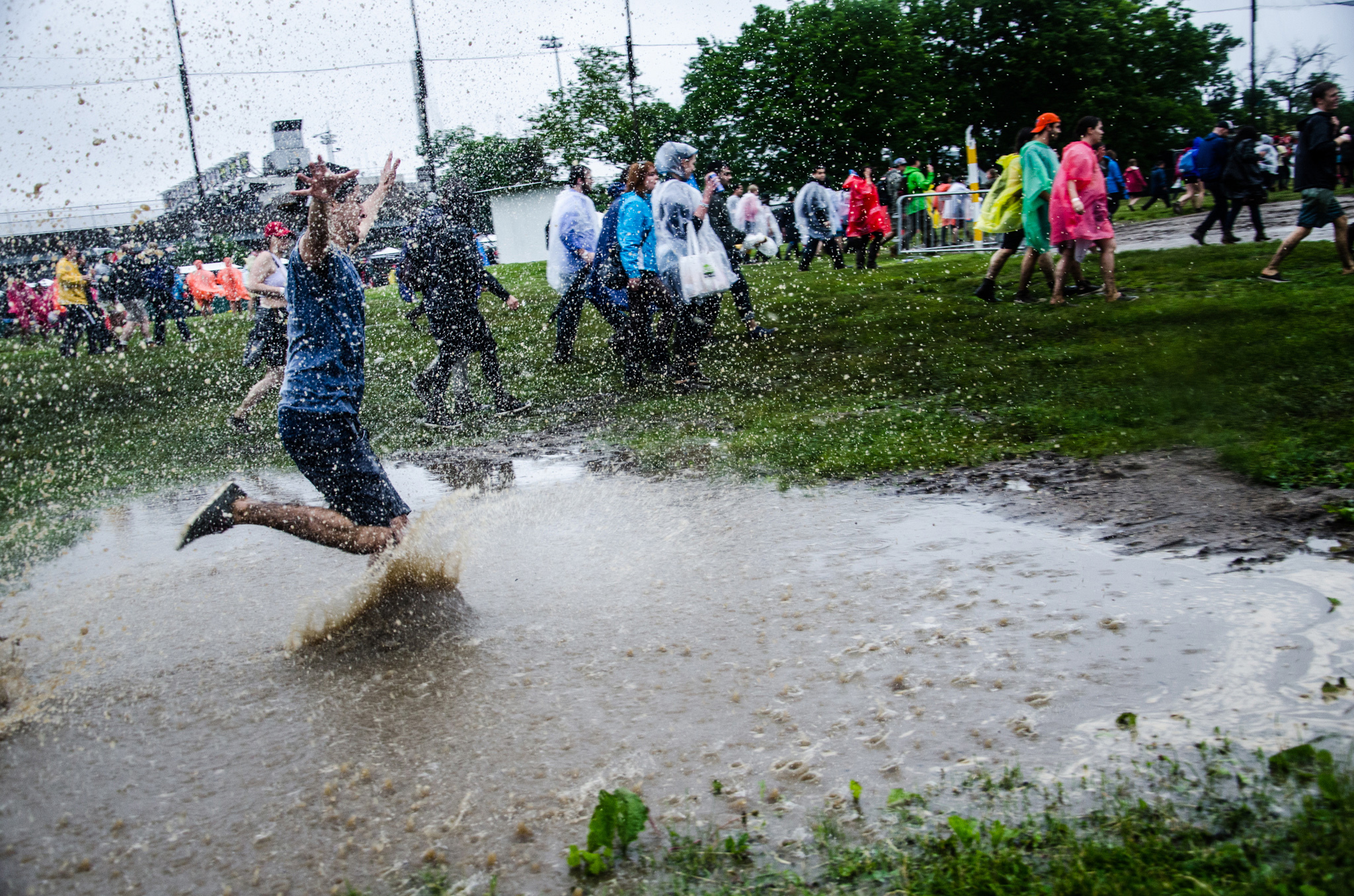 Here's what happens when it thunderstorms at Governors Ball