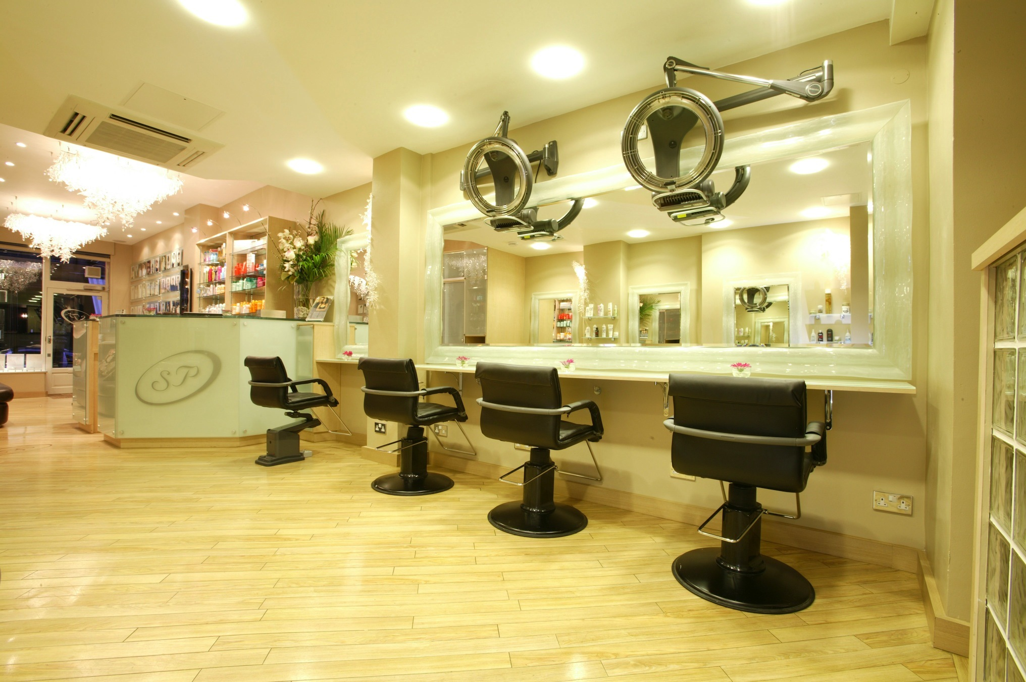 London 39 s best free haircuts cheap haircuts time out london for Salone design