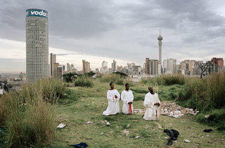 (Subotzky & Waterhouse, 'Ponte City from Yeoville Ridge', 2008 / Courtesy des artistes et de la Maison Rouge)