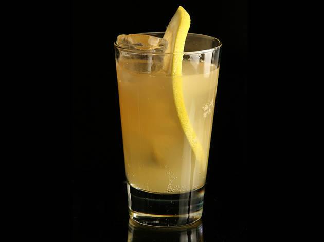 Cooler de rom (Ingredients: rom, suc de llimona natural, ginger ale, rodanxa de taronja, cirereta confitada i totes les temporades de Mad Men a la bossa.)
