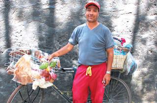 Lázaro Ávila Reyes. Vendedor.  (Foto: Alejandra Carbajal)