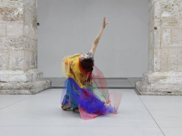 Junko Wada (Performance at the opening of Lineares Universum, Hans Peter Kuhn, 2012, Klangraum Krems)