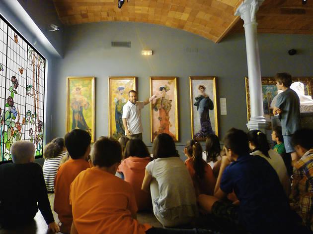 Investigadors al Museu del Modernisme català