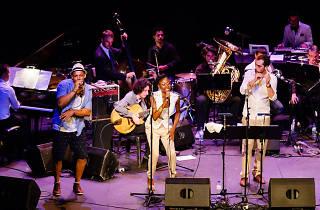 Inauguración de Guzzo: Raynald Colom & The Refugees con Sara Pi y amigos