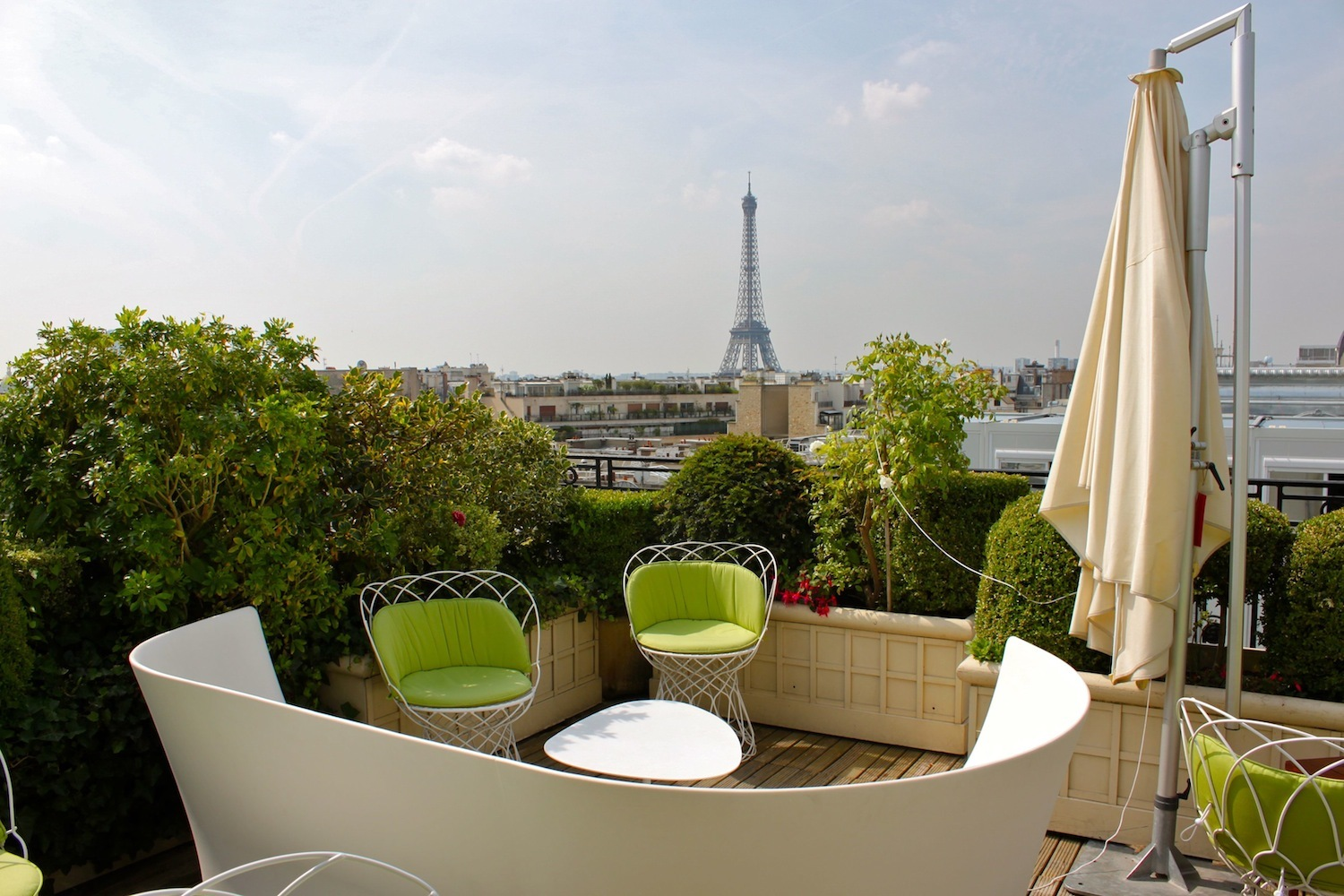 Rooftop paris les bars terrasses du moment for Restaurant avec jardin terrasse paris