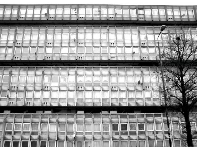 Robin Hood Gardens (1969-1972, Alison and Peter Smithson)