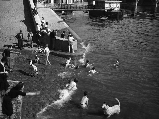 Baignades dans la Seine (© Gaston Paris)