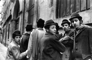 (12 rue Pavée, 1975 / © Alécio de Andrade, ADAGP, Paris, 2013)