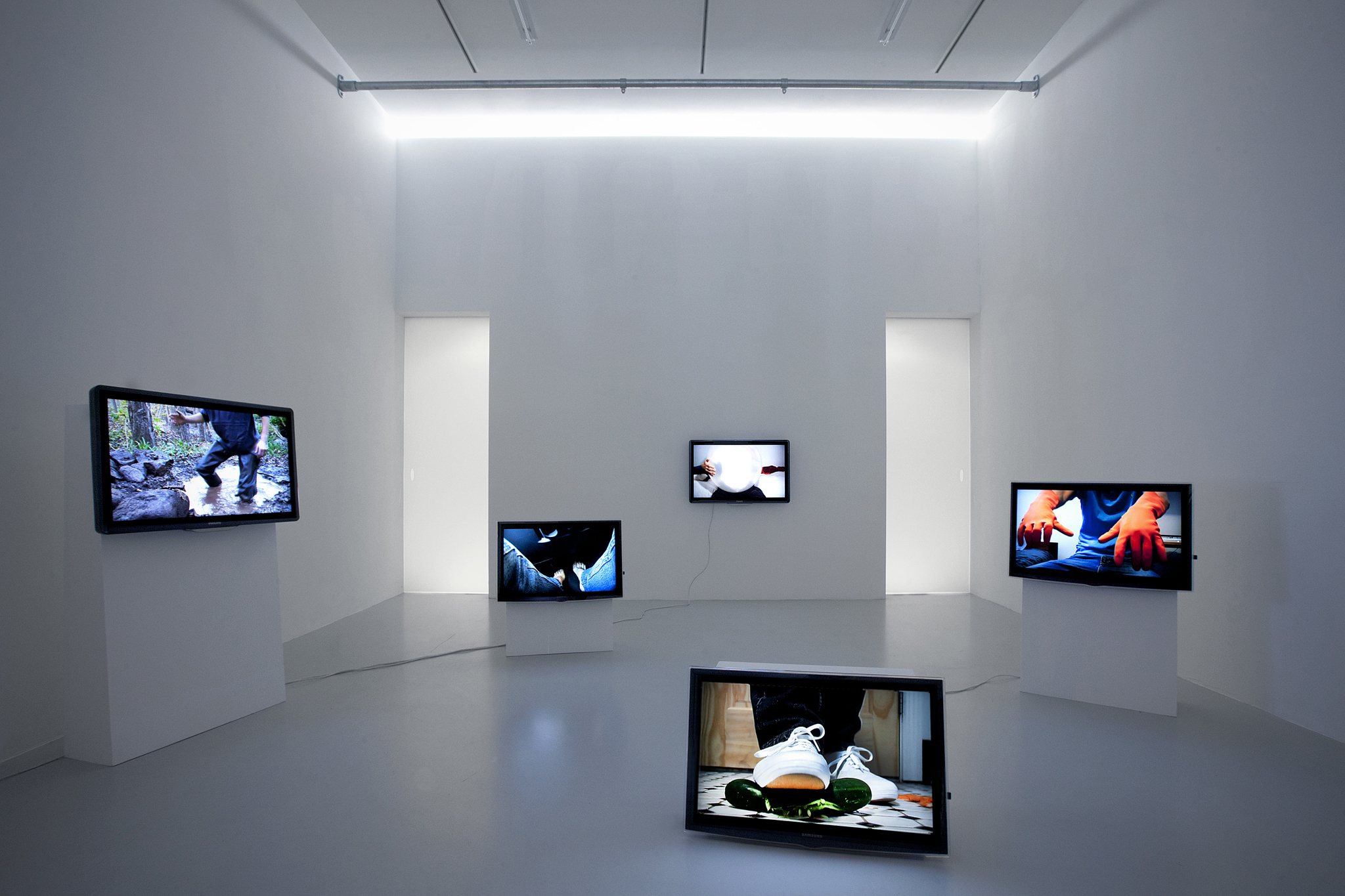 A.K. Burns, Installation, Touch Parade, 2011, TAG The Hague, Net