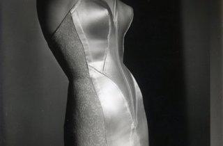 (Combiné, Photographie de dépôt de modèle, 1954 / Paris, Les Arts Décoratifs, photothèque, don mars 1963 ©Les Arts Décoratifs, photothèque)