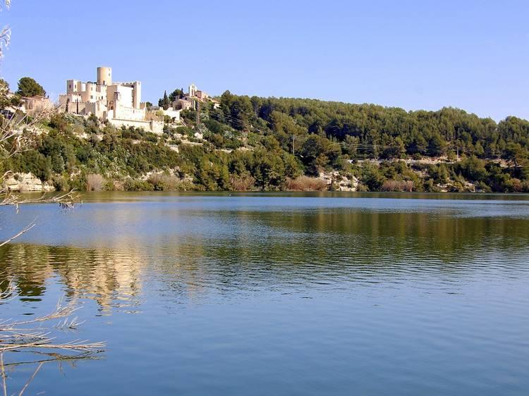 Aigua entre vinyes i castells