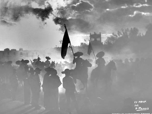 Desfile de zapatistas  (Foto: Manuel Ramos)