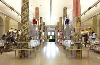 (V&A shop © Victoria and Albert Museum, London)