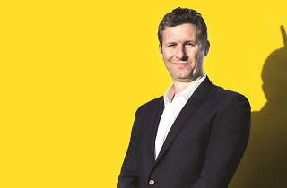 Adam Hills – Happyism
