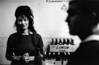 (Sergio Larrain, 'Bar', Valparaiso, Chili 1963 / © Sergio Larrain/Magnum Photo)