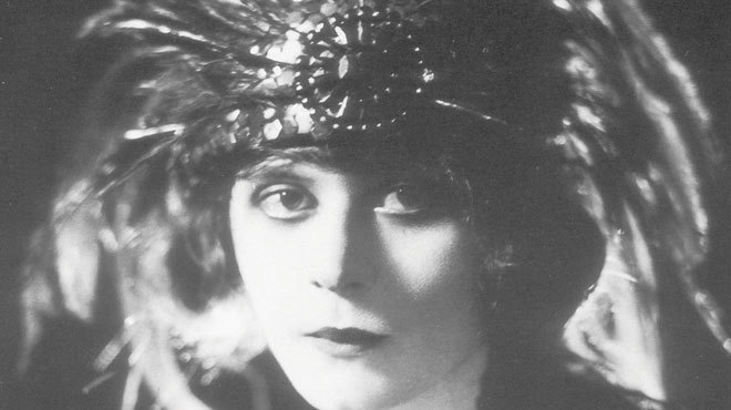 1915 · Primera femme fatale