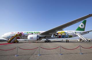 Hello Kitty jet at LAX (Photograph: Jakob N. Layman)
