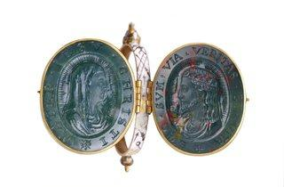 Reliquary Locket (© Museum of London)