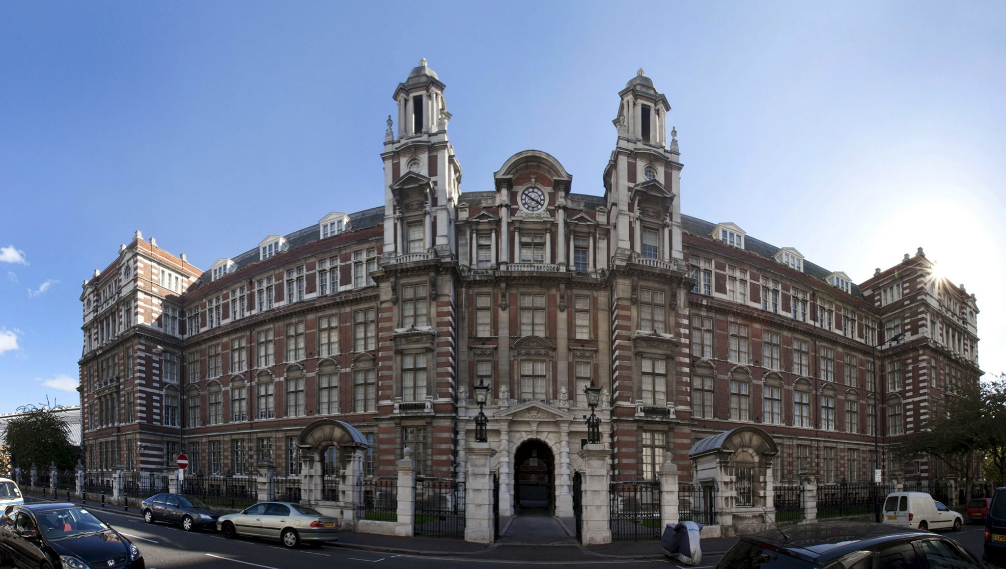 V&A Clothworkers' Centre
