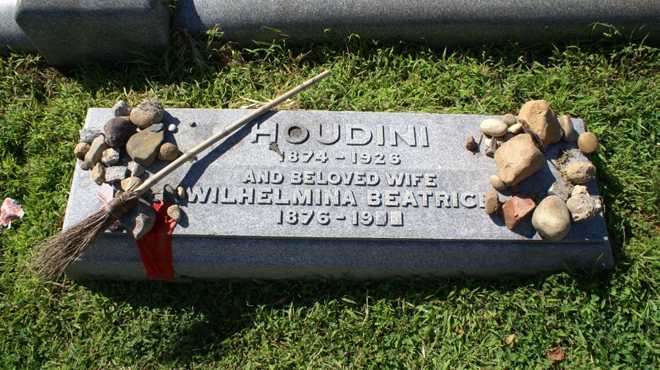 Harry Houdini Grave at Machpelha Cemetery