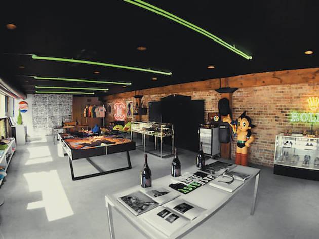 373.ng.ng.wpg2012.shopping.damen.rsvpgallery5.jpg