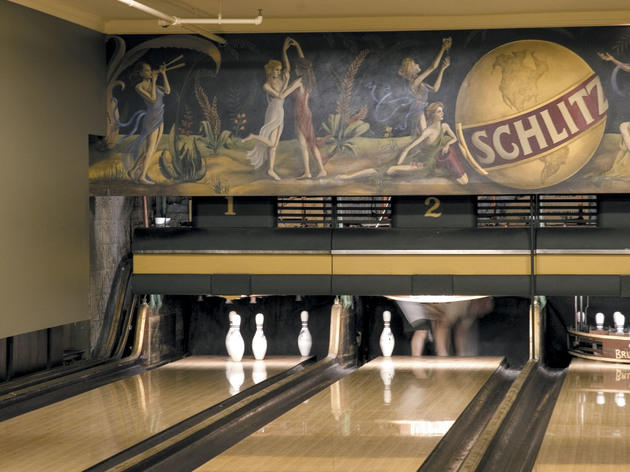 Hand-set bowling: Southport Lanes