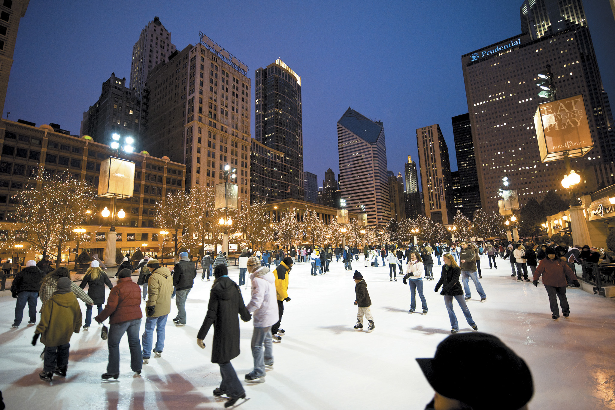 indoor and outdoor ice skating rinks in chicago