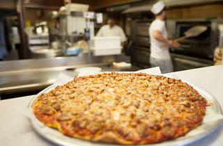 VitoandNicks.pizzerias.jpg