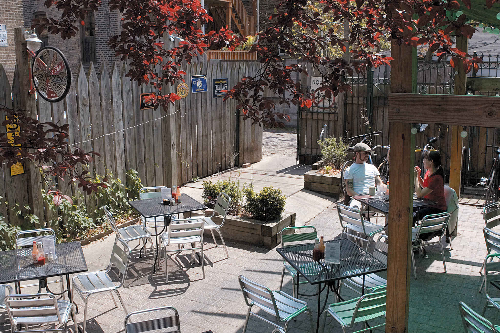 outdoor bars and patios in Chicago for alfresco drinking