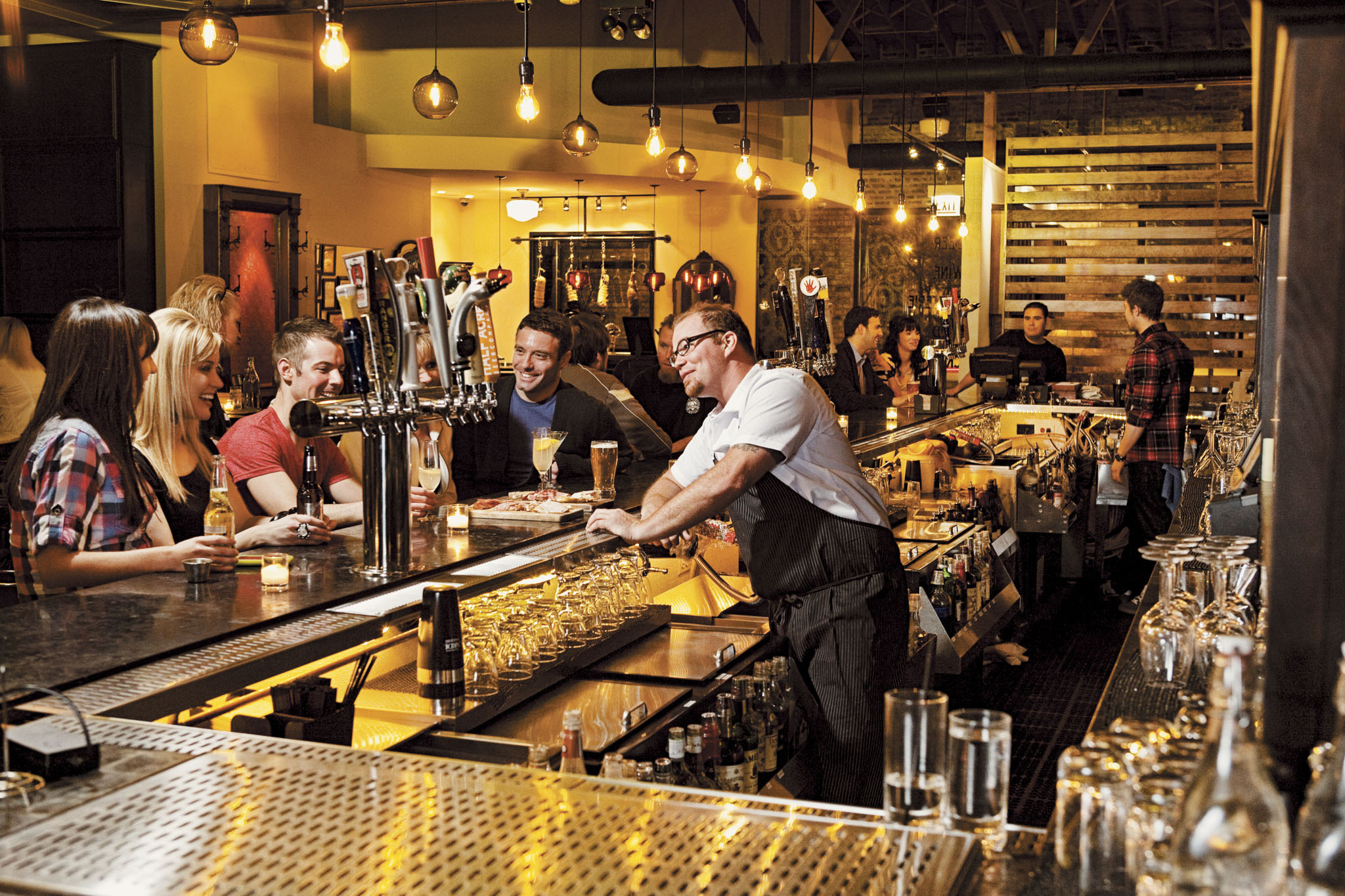 Best Single Bars in Chicago Where to Meet New People & Hook Up - Thrillist