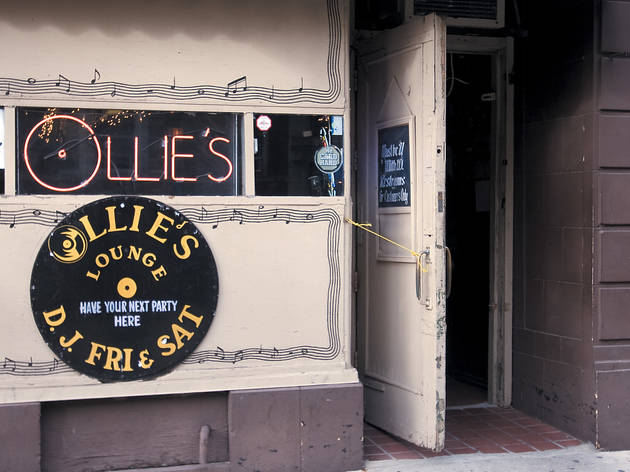 Ollie's Lounge
