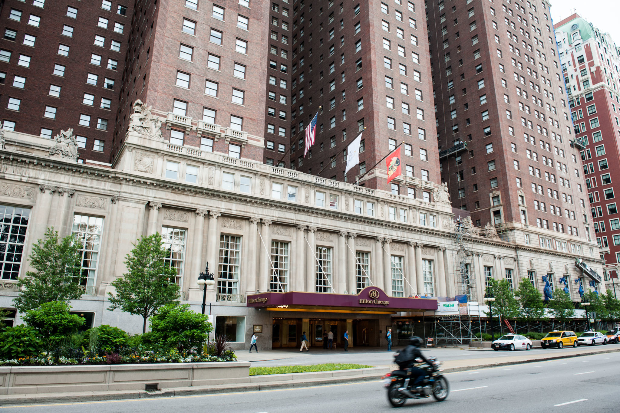 South loop hotels near soldier field and grant park for Best hotel location in chicago
