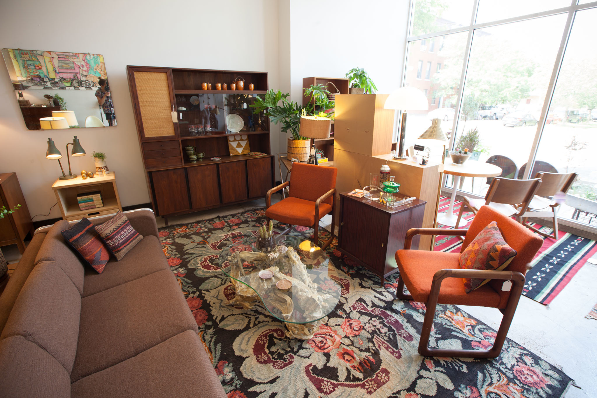 Best antique stores in Chicago