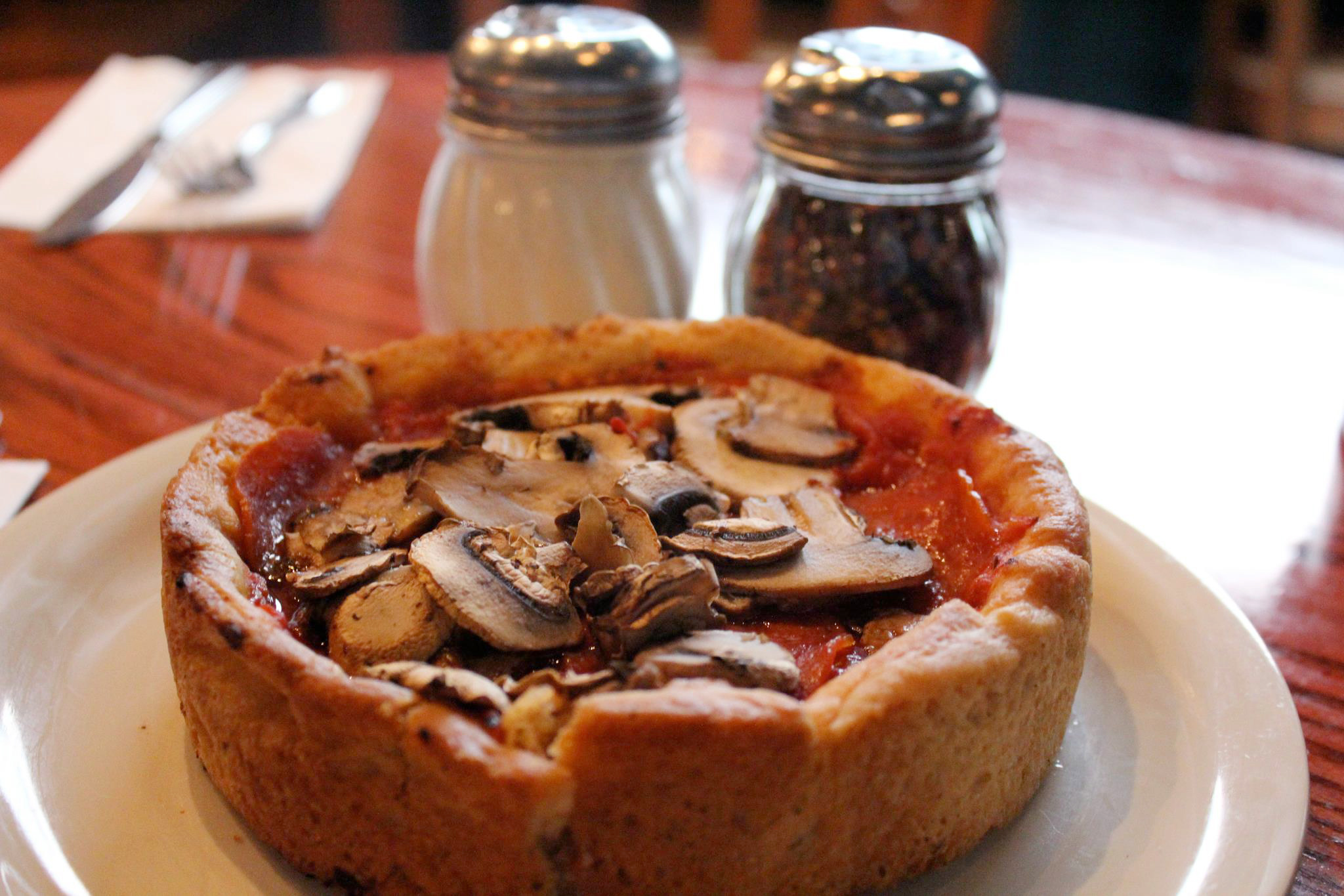Our guide to the best deep dish pizza in chicago for Pizzeria uno chicago