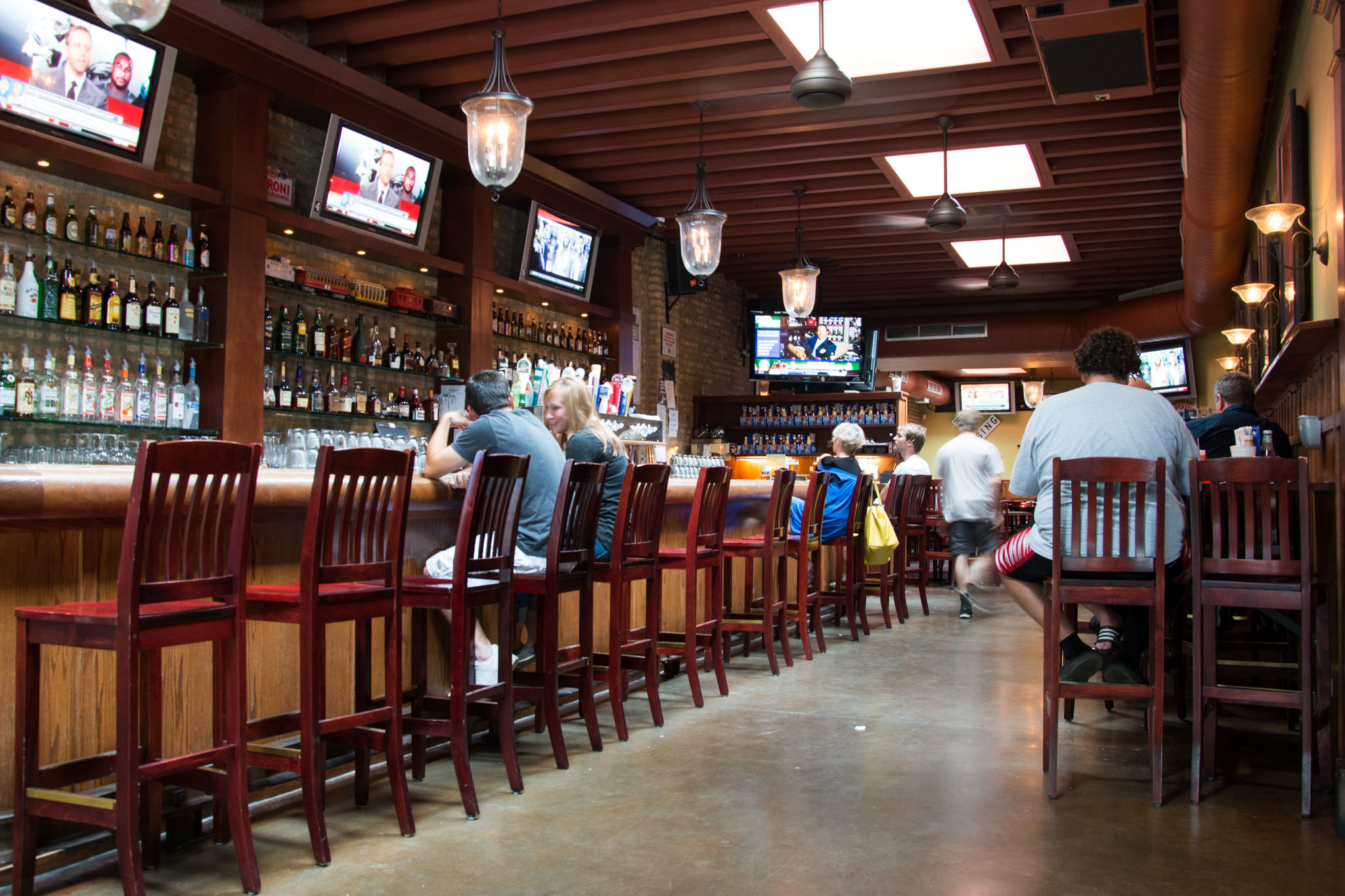 pubs and sports bars in south From laid-back sports bars to the super packed on game days bars, chicago's best sports bars have fantastic places to grab a pbr and wings when the game's on.
