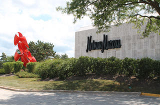 Neiman Marcus, Northbrook Court