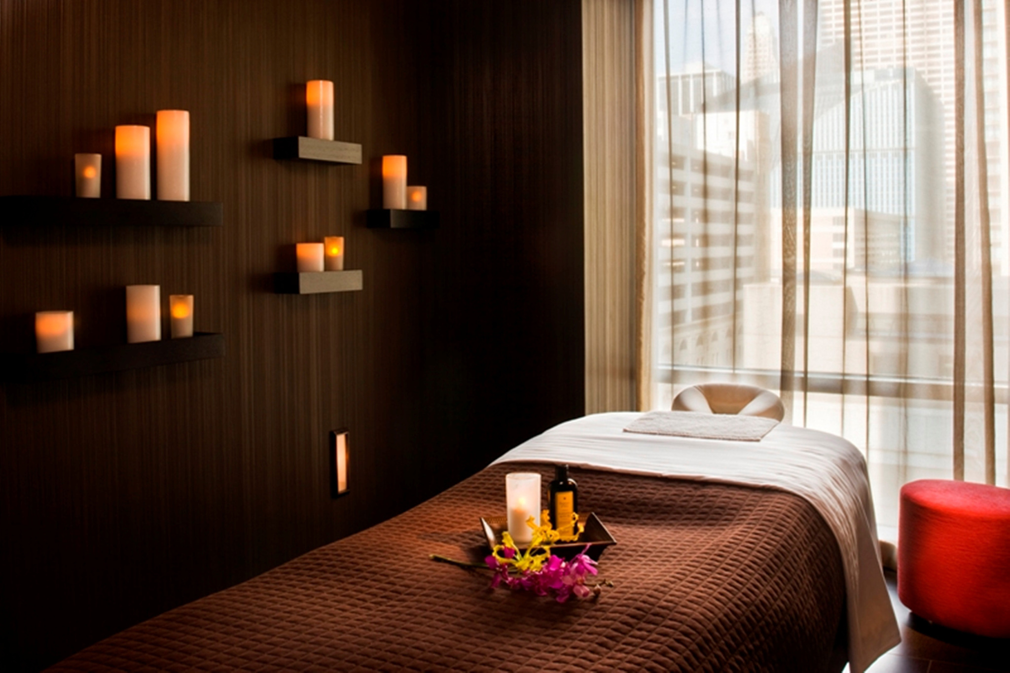 The best spas in chicago for massages manicures and more for Small luxury hotels chicago