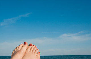170.x600.get.feet.beach.jpg