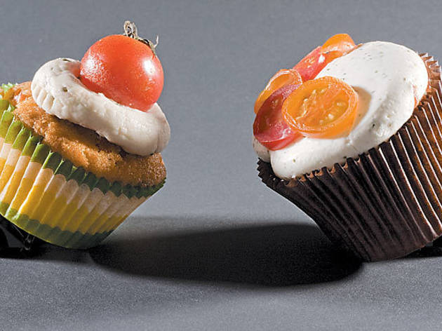 187.x600.eat.cupcakessmackdown.jpg
