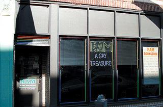 224.x600.gay.ram2.box.jpg