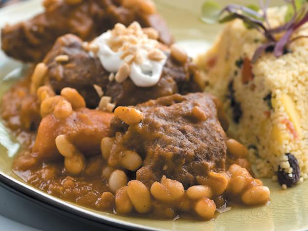286.eat.feed.sikia_goat.jpg